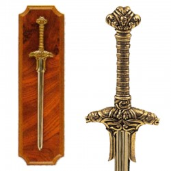 Panoplia con espada de guerrero bárbaro