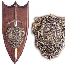 Panoplia con escudo y espada Claymore