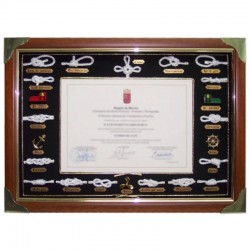 Frame showcase with knots and gap for diploma