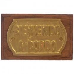 "Brass plate ""Bienvenido a bordo"" on wooden wall board 14x9cm"