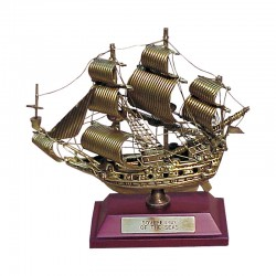 "Velero ""Sovereing of seas"" de latón viejo 10x8x4cm"