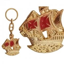 Llavero Carabela, de metal dorado