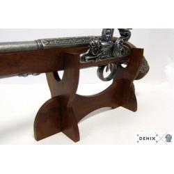 Horizontal shelf for weapons